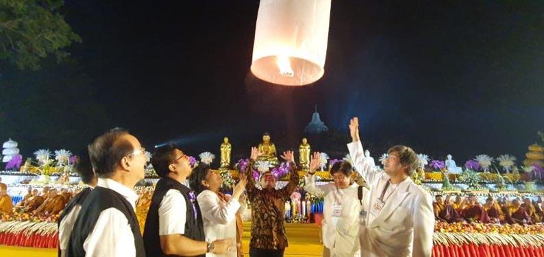 Ribuan Lampion Perdamaian di Borobudur