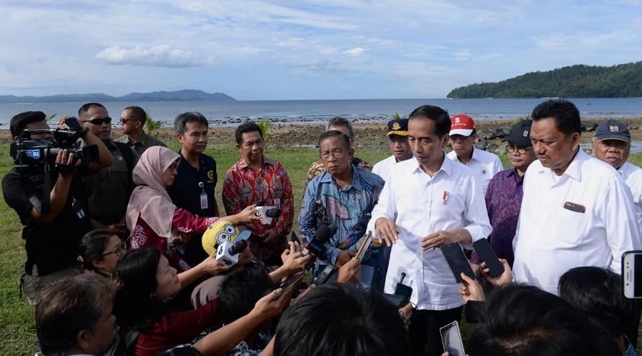 Presiden Jokowi Serahkan 2.000 Sertifikat Hak Atas Tanah di Manado