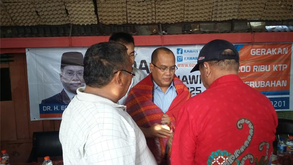 Ulos Buat Edy Ikhsan Menuju Pilkada Medan