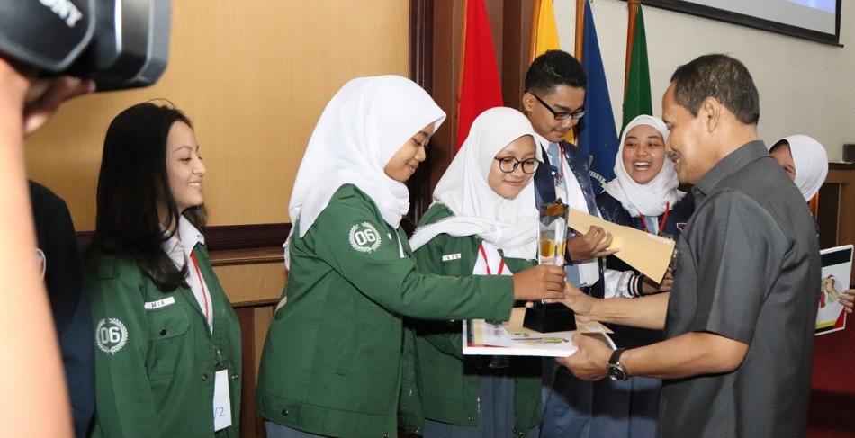 SMA Negeri 3 Bogor Juara 1 Lomba Debat PCTA 2019
