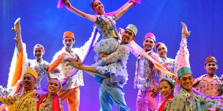 'Untukmu Indonesiaku' – Balet Eropa, Material Indonesia