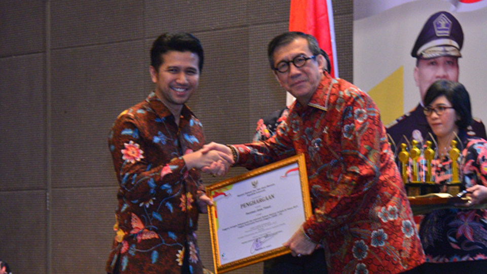 Kemenkumham Beri Penghargaan JDIHN ke Pemprov Jatim