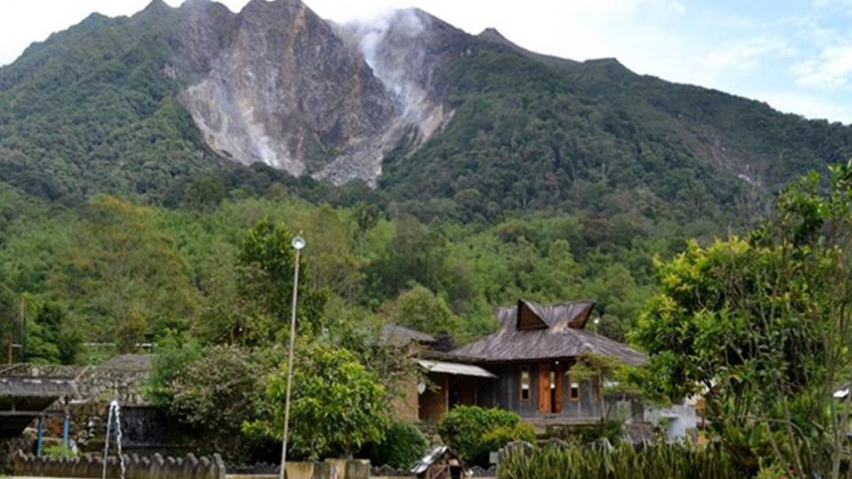 """""""Air Emas"""" di Kaki Gunung Sibayak"""