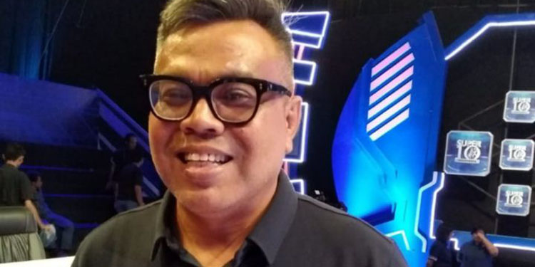 Abdel Jadi Host Stand Up Milenial
