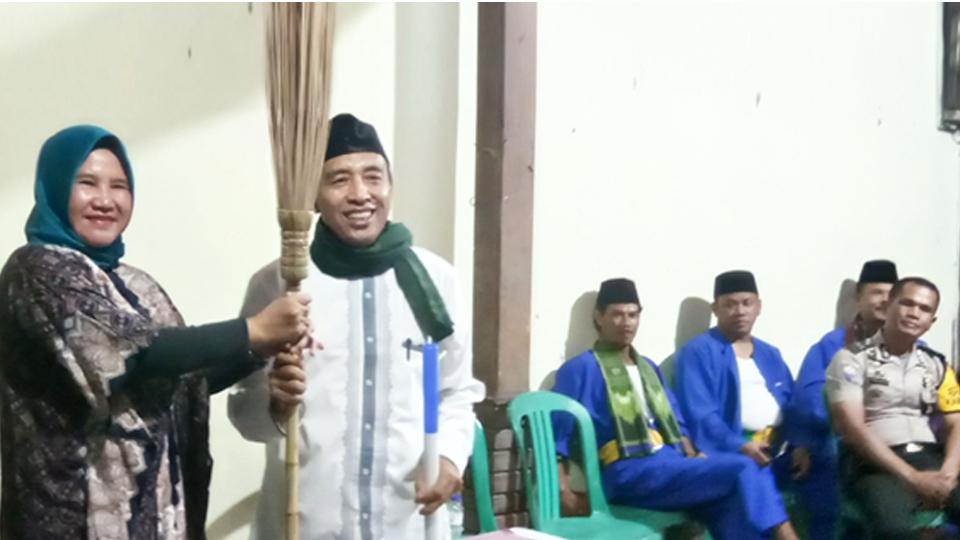 "Prosesi Lengsernya Suharto ""Pak Bro"""