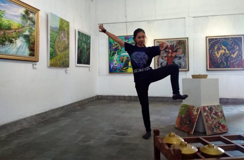 Devi Eka Aryani, mahasiswa jurusan Tari Institut Seni Indonesia. Siap mendukung Blusukan Seni Djayaningratan. (foto: nina)