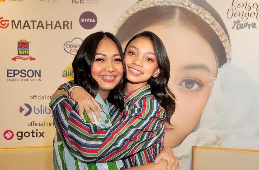 Nola B3 dan putrinya Naura.