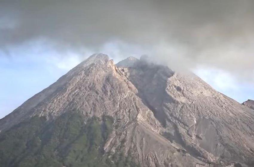 Status Waspada, Pendakian Gunung Merapi Masih Ditutup