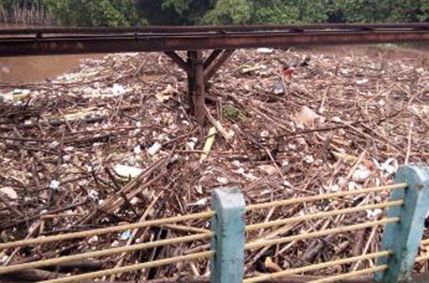70 Ton Sampah Sumbat Sungai CBL dan Benung Koja Jatiasih Bekasi
