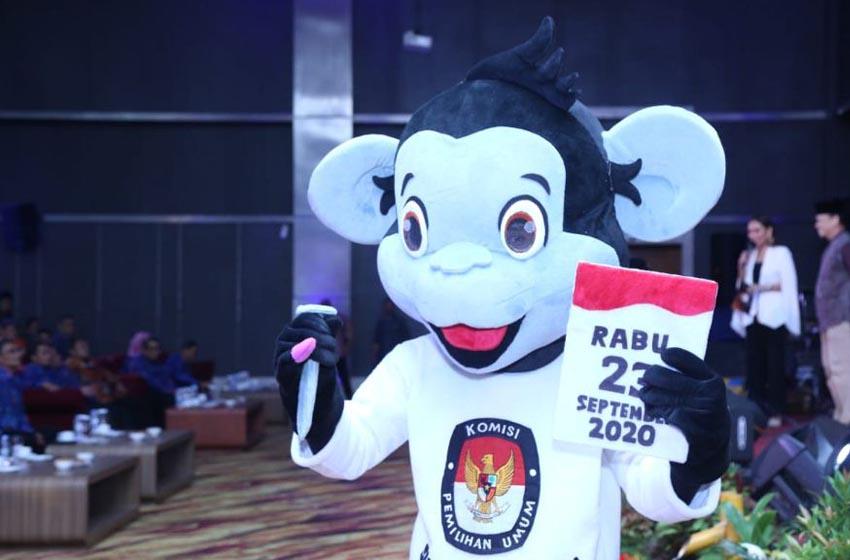 Tahapan Pilgub Tahun 2020 di Prov. Sulteng resmi di-launching. Komisioner KPU RI, Viryan mengajak masyarakat bergandengan tangan mengefektifkan Pemilihan 2020 sebagai Pembangunan Politik yang Berkualitas dan Berintegritas. Palu, Minggu (15/12)—sumber twitter kpuri