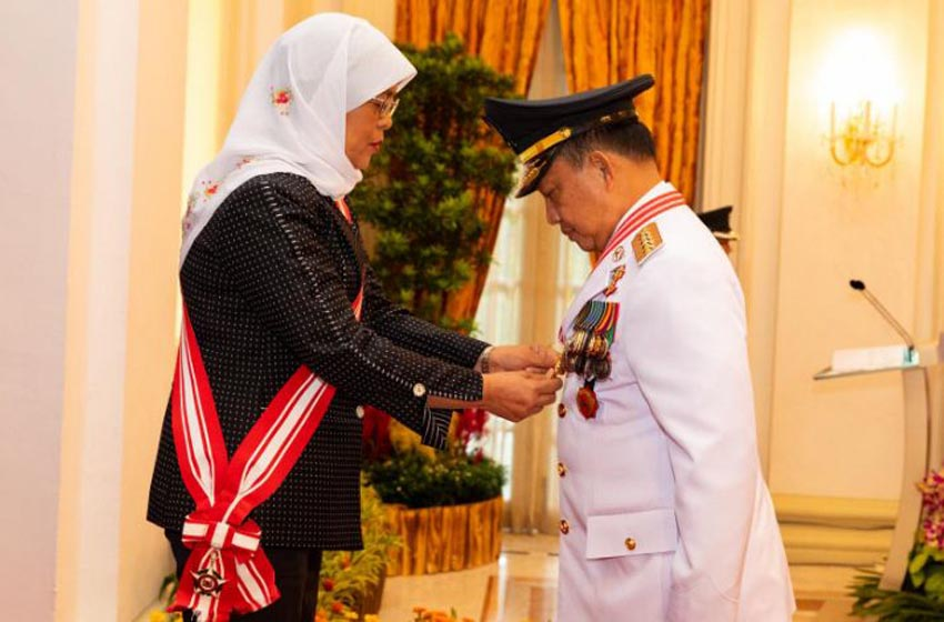 Tito Karnavian Terima Penghargaan Darjah Utama Bakti Cemerlang dari Presiden Singapura