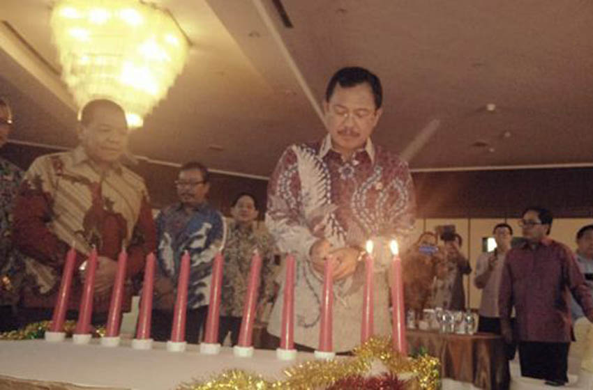 Menteri Kesehatan DR dr Agus Putranto menyalakan lilin Natal Perayaan Natal dan Tahun Baru Jurnalis Kristiani di Auditorium Adhiyana Wisma Antara, Jakarta Pusat, Rabu (22/1/2020)–foto istimewa