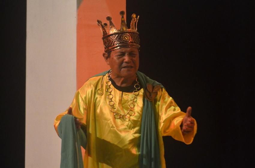 Tokoh Oedipus yang diperankan aktor senior Teater Alam Yogyakarta, Gege Hang Andhika. (foto: richa amalia)