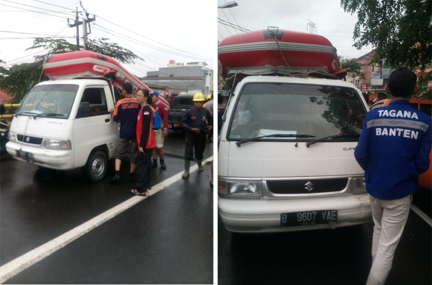 Kemensos mengerahkan Tagana untuk membantu para korban banjir di Jakarta dan Bandung Barat. (foto: Kemensos)
