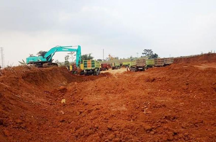 Praktik penambangan liar yang leluasa beroperasi di Purwakarta. (foto: jabarekspres.com)