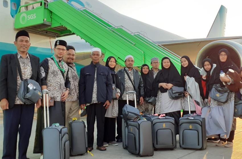 Jemaah umrah dari Desa Kiarasari, Kecamatan Sukajaya sudah tiba di Madinah. (foto: ist)