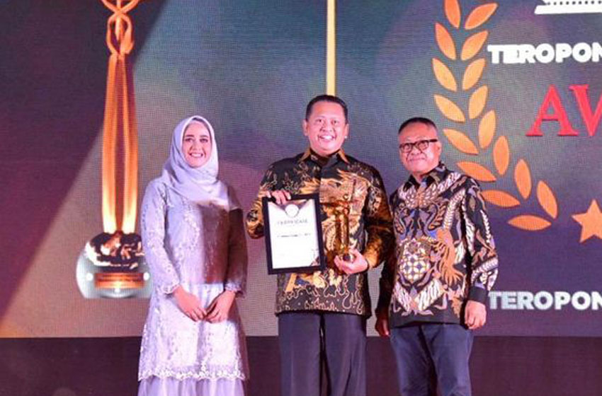 Bamsoet Raih Penghargaan Parliament of The Year 2020
