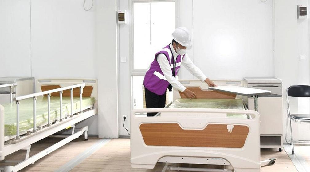 Presiden Joko Widodo meninjau kesiapan Rumah Sakit Darurat Penanganan Covid 19 Pulau Galang, Kota Batam, Provinsi Kepulauan  Riau–foto BPMI Setpres/Rusman