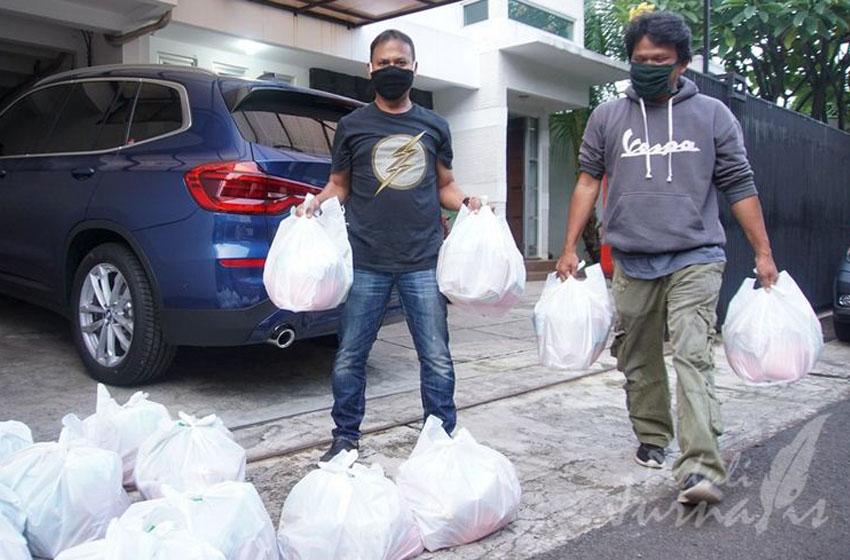 Media Relasi Bagi-bagi Sembako untuk Wartawan