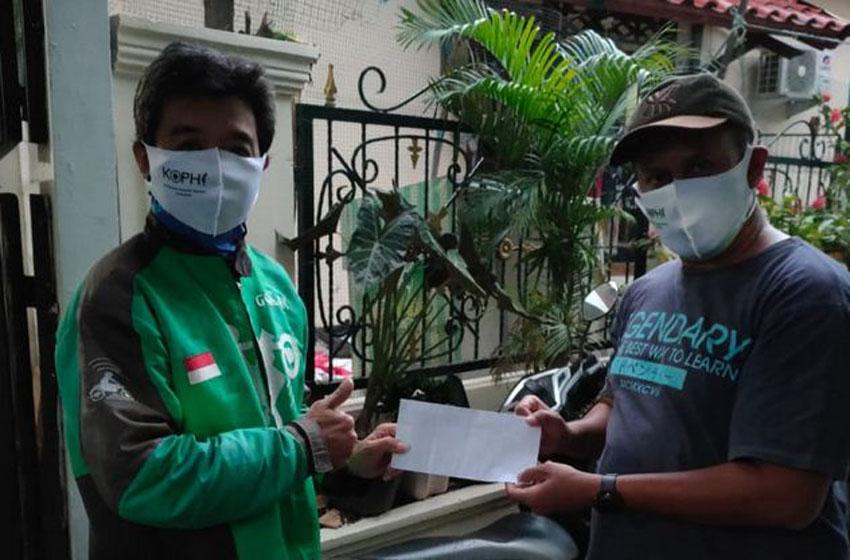 Komunitas Pewarta Hiburan Donasi  Masker dan Uang