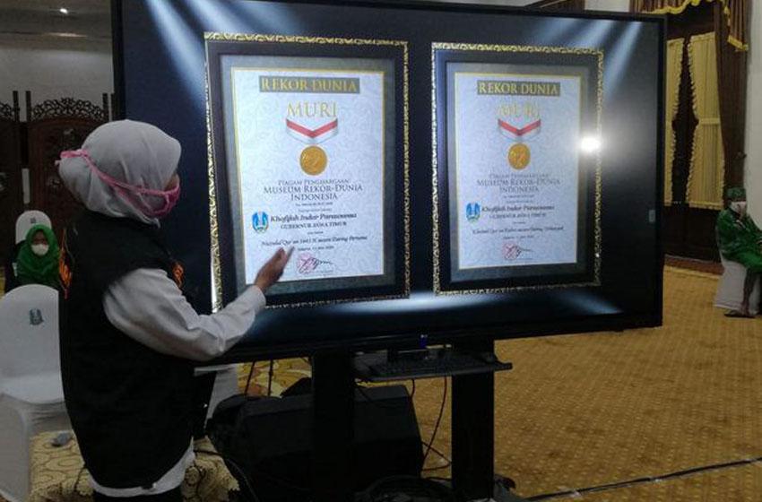 Dua Penghargaan MURI untuk Khofifah