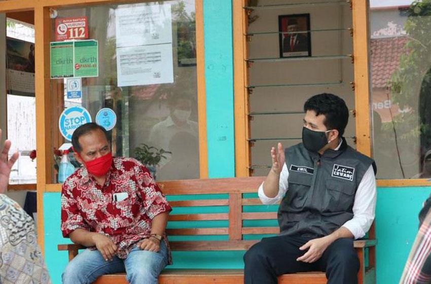 Wakil Gubernur Jawa Timur, Emil Dardak mengunjungi kantor RW 01 Kelurahan Dukuh Pakis, Kecamatan Dukuh Pakis, Surabaya, Kamis(28/5)–foto poedji