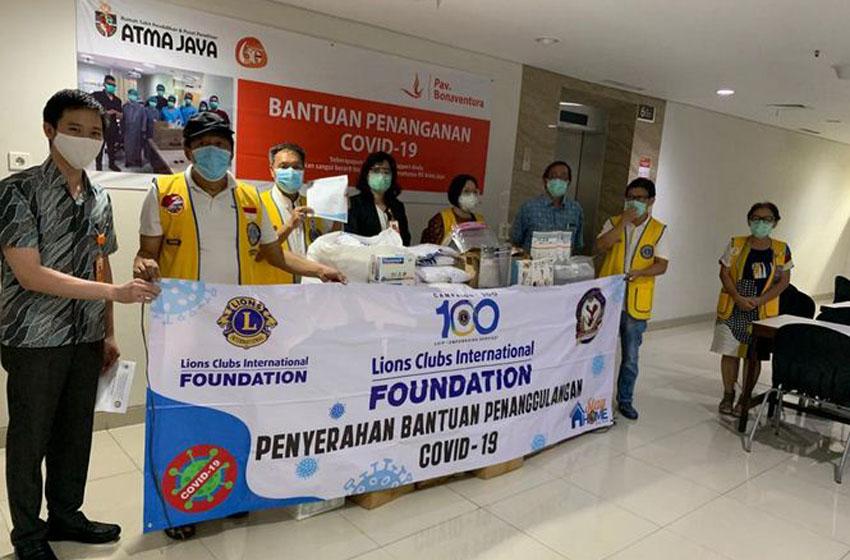 Lions Clubs Distrik 307A-1 Beri Bantuan pada RS Atma Jaya