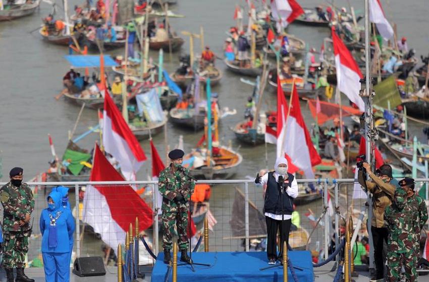 Bantuan Nelayan Dilaksanakan di Atas KRI Makassar-590