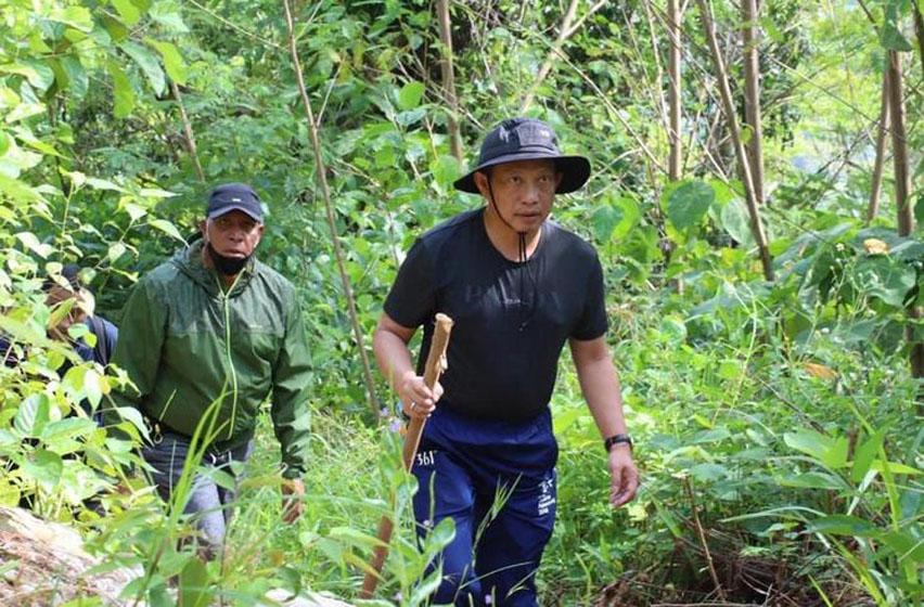 Mendagri Tito Mendaki Gunung Kayu Batu