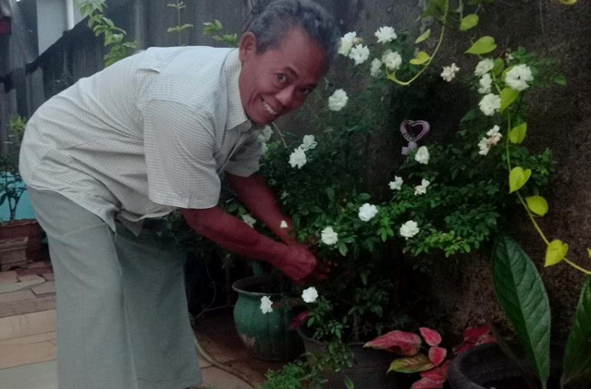M. Hanifah (67) sosok pria ini, semasa bekerja berkecimpung  di bidang bangunan sebagai drafman, estimator, dan lainnya, terakhir di 2007 di perusahaan India. (Foto. Monang Sitohang)