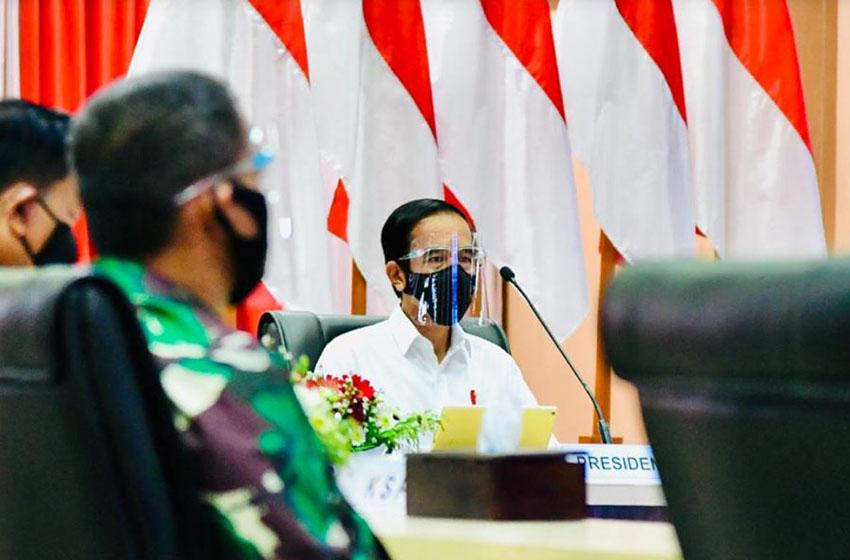 Presiden Joko Widodo saat memberikan arahan Posko Penanganan Covid-19 Provinsi Aceh, Selasa (25/8). (Foto: BPMI)
