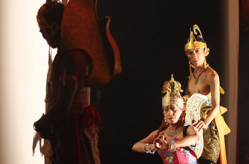 Adegan lakon 'Sabdo Pandito Rakjat', memadukan karawitan dan jazz. (Foto : Image Dynamic)