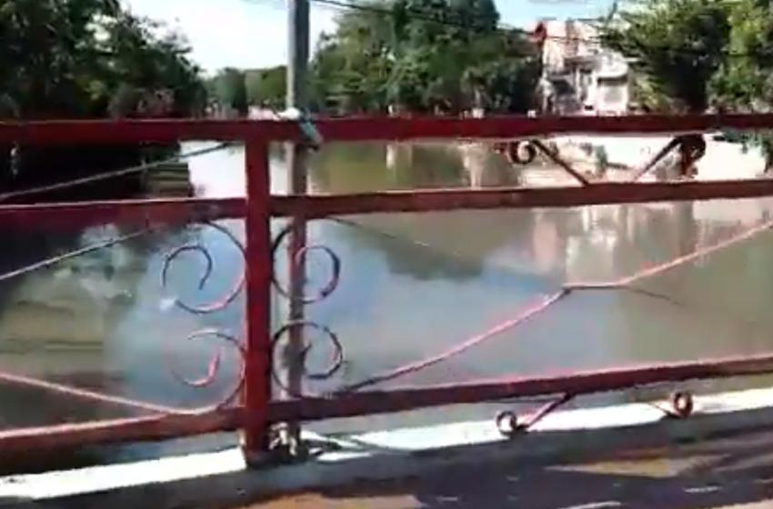 """Jembatan """"Berdarah"""" Merah"""