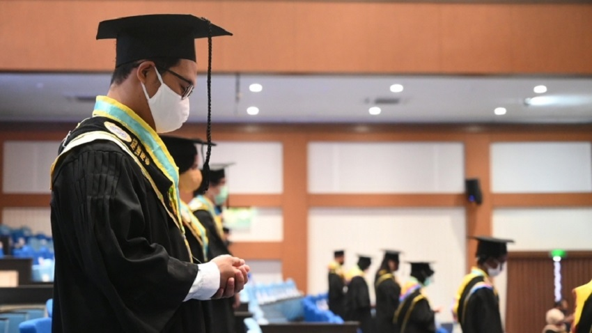 Rektor Unair Ajak Wisudawan Ikut Membangun Negeri