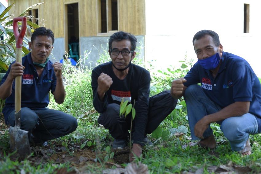 Cegah Longsor, YPI dan CRS Tanam Ribuan Pohon Ekonomis Berfungsi Konservasi