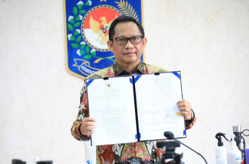Mendagri  Tito Karnavian pada acara Penandatanganan Surat Keputusan Bersama Tentang Pedoman Pengawasan Netralitas Aparatur Sipil Negara Dalam Penyelenggaraan Pemilihan Kepala Daerah Serentak Tahun 2020 di Jakarta, Kamis, (10/09/2020)—foto Puspen Kemendagri