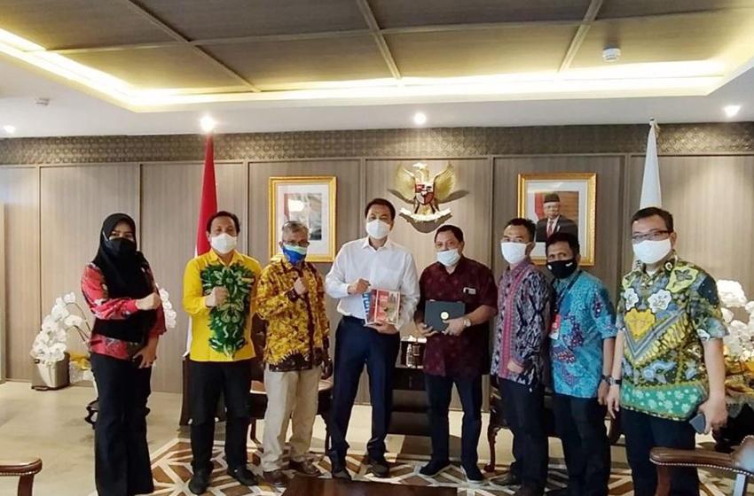 Aziz Syamsuddin menerima kunjungan Masyarakat Pemantau Pemilu (Mappilu) PWI di ruang kerjanya, Gedung Nusantara III, Jakarta, Rabu (23/9)—foto humas PWI