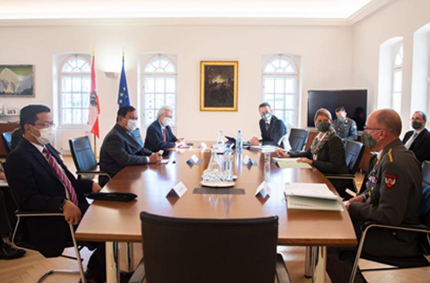 Menteri Pertahanan RI, Prabowo Subianto, bertemu Menteri Pertahanan Austria, Klaudia Tanner. (Foto: KBRI Austria)