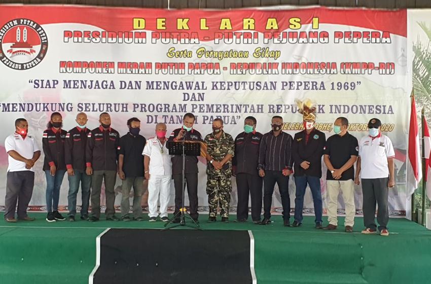 Deklarasi Presidium Putra Putri Pejuang Pepera Provinsi Papua, dibacakan oleh Yanto Eluay. (foto: P5)