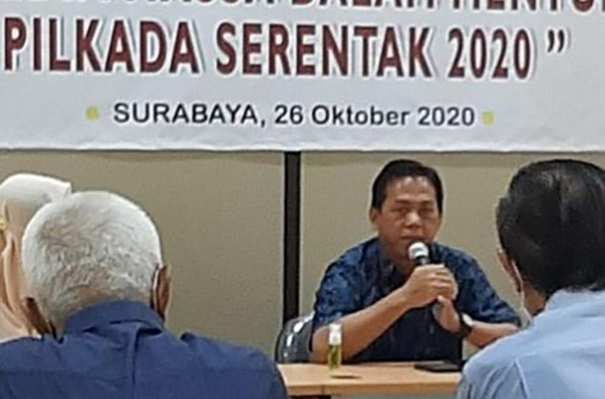 Ketua PWI Jatim saat memberikan presentase (foto:poedji)