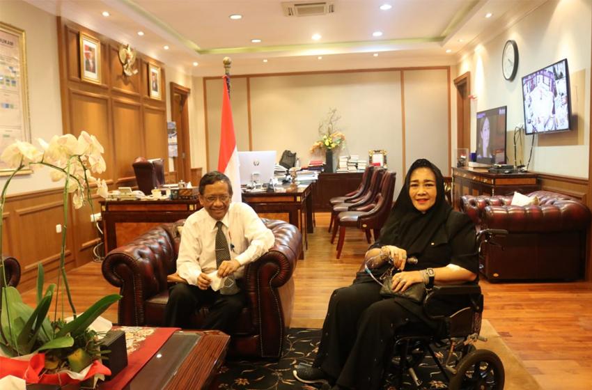 Menko Polhukam Mahfud MD bertemu Rachmawati Soekarnoputri. (foto: Kemenko Polhukam)