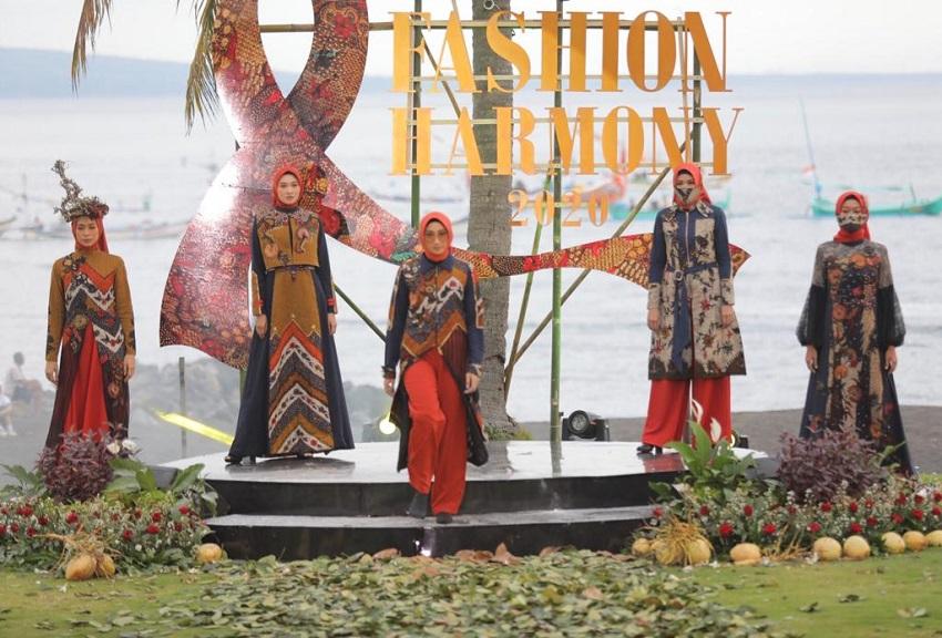 East Java Fashion Harmony 2020 Angkat Filosofi Batik Gringsing