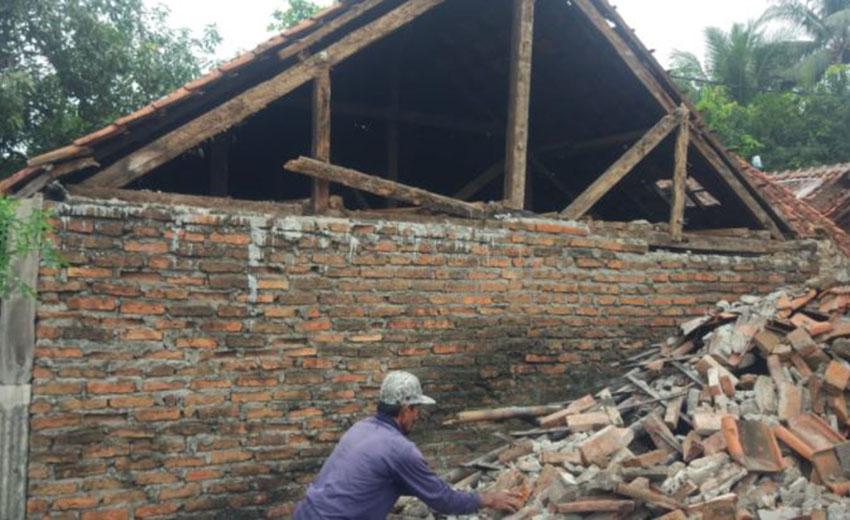 Dua Puluh Tiga Rumah Rusak Akibat Guncangan  Gempa M4,2