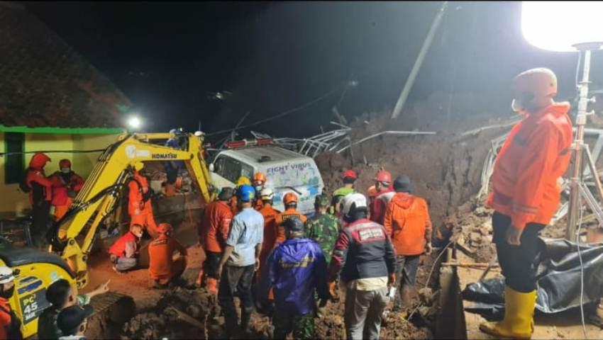 Dihantam Longsor,  Danramil Kecamatan Cimanggung dan Kepala Seksi Kedaruratan dan Logistik BPBD Sumedang Meninggal Dunia