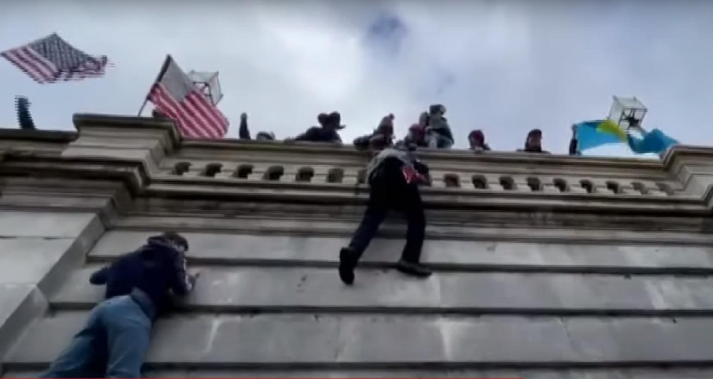 """""""Drama"""" Tolak Pengesahan Hasil  Pilpres AS, Perempuan Demonstran Tewas"""