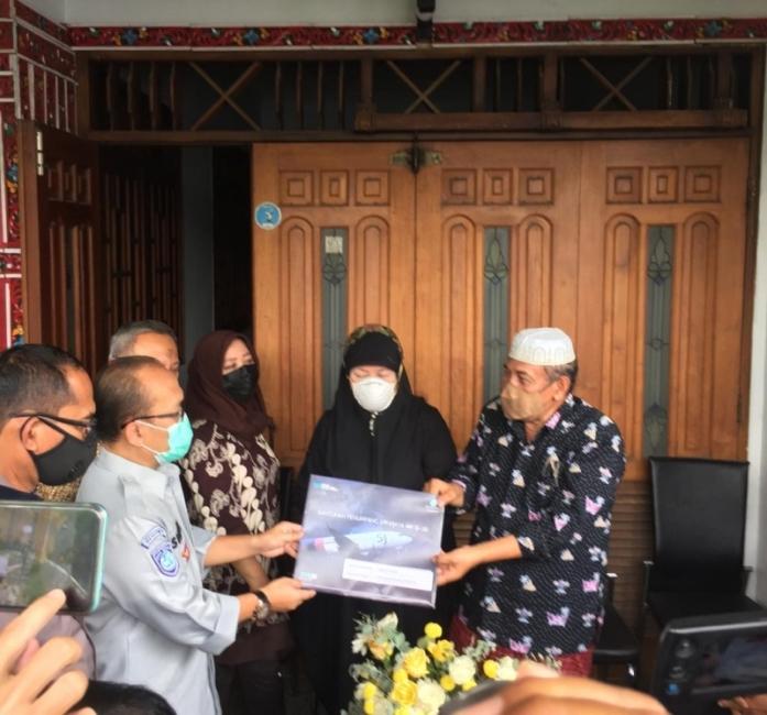 Ahli Waris Korban Pesawat Sriwijaya Air Terima Santunan Jasa Raharja Jatim