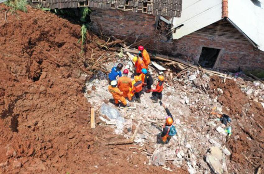 Up-Date Longsor Nganjuk: Total Korban Meninggal 18 Orang, 1 Orang  Dicari
