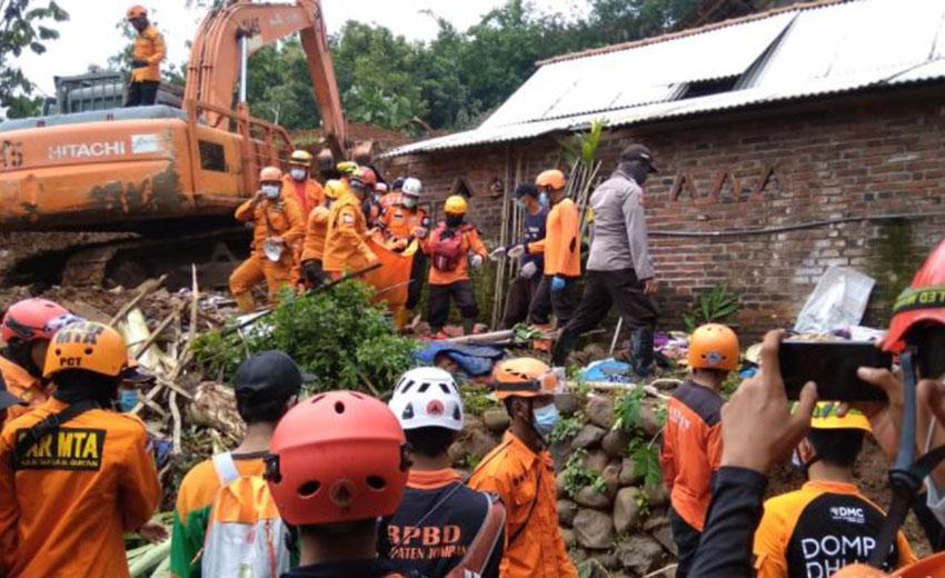 [Update] – Sebanyak 101 Warga Mengungsi Pascalongsor Desa Ngetos