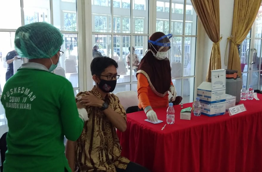 Puluhan Wartawan di Manokwari Jalani Vaksinasi Covid-19