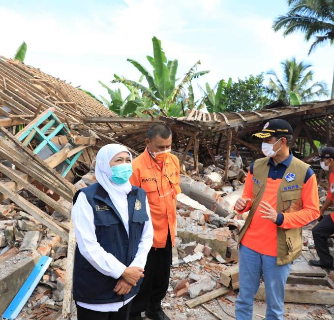 Ketua BNPB Kunjungi Korban Daerah Gempa di Malang